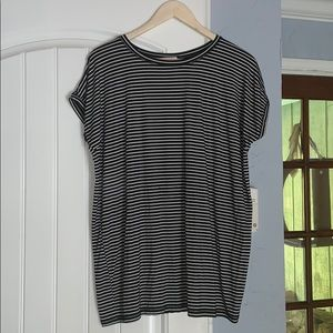 Black & white striped piko tee